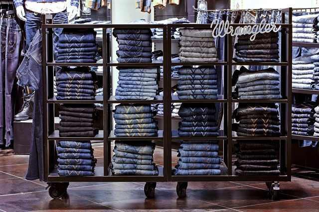 wrangle-jeans-shelf