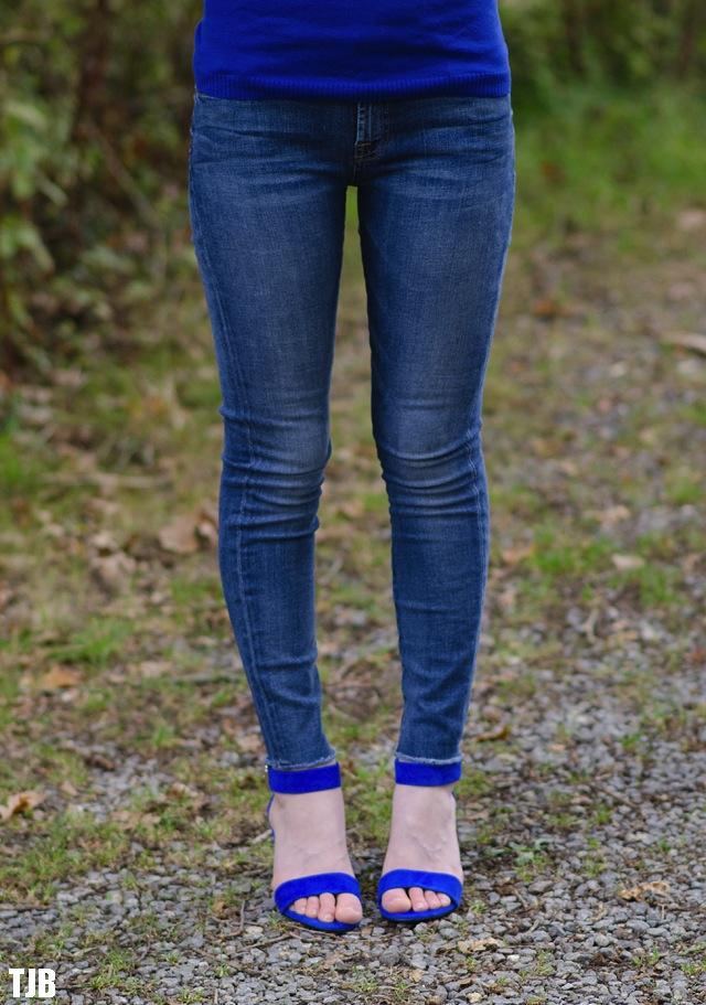 7-for-all-mankind-skinny-jeans-raw-hem-modelled