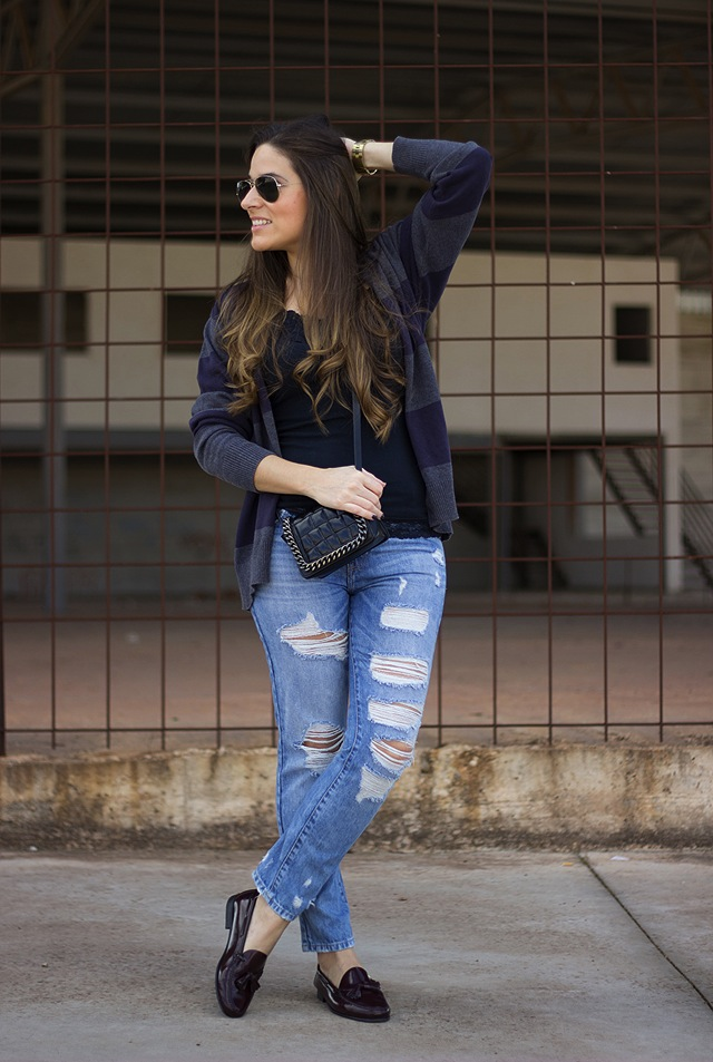 red-nails-ladies-boyfriend-jeans