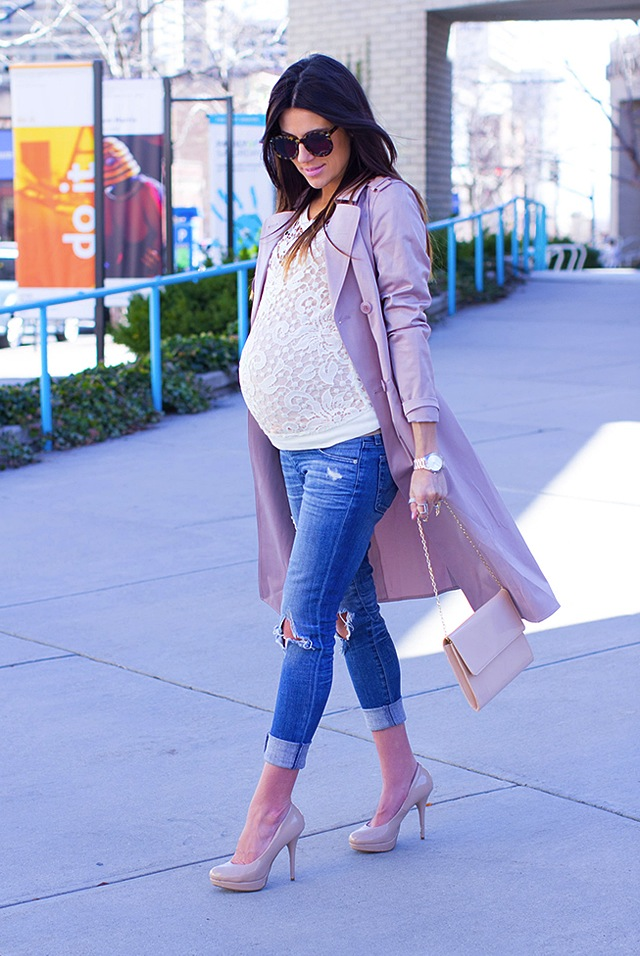 Distressed-Maternity-Jeans-Blogger
