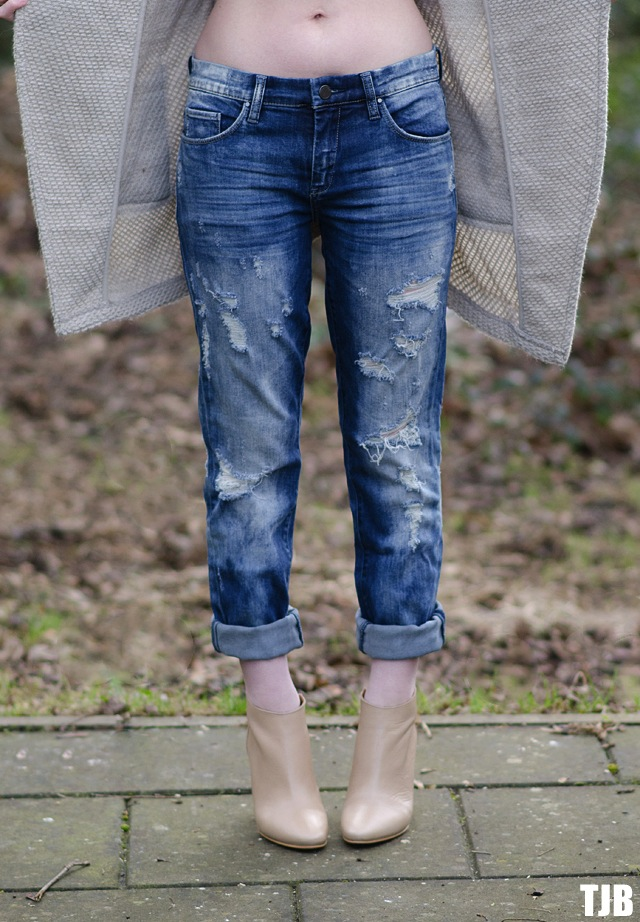 Styling The BLANK Denim Distressed Boyfriend Jeans | The Jeans Blog