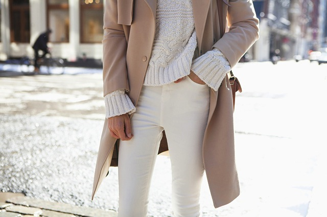 how-to-wear-white-jeans-for-fall-winter-3