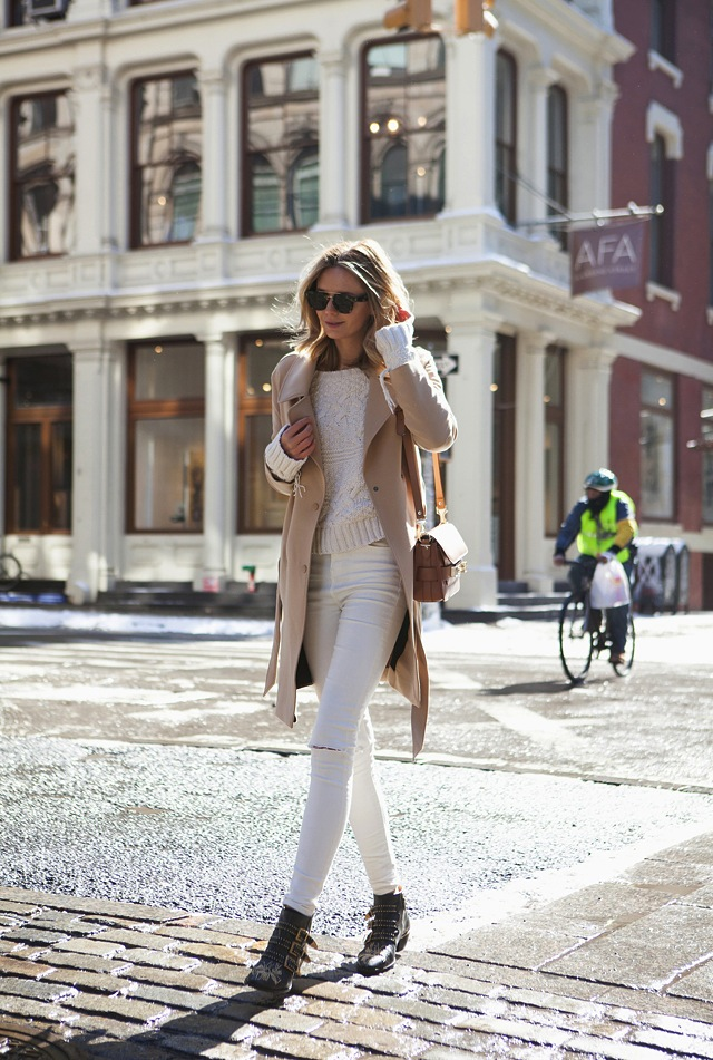 how-to-wear-white-jeans-for-fall-winter