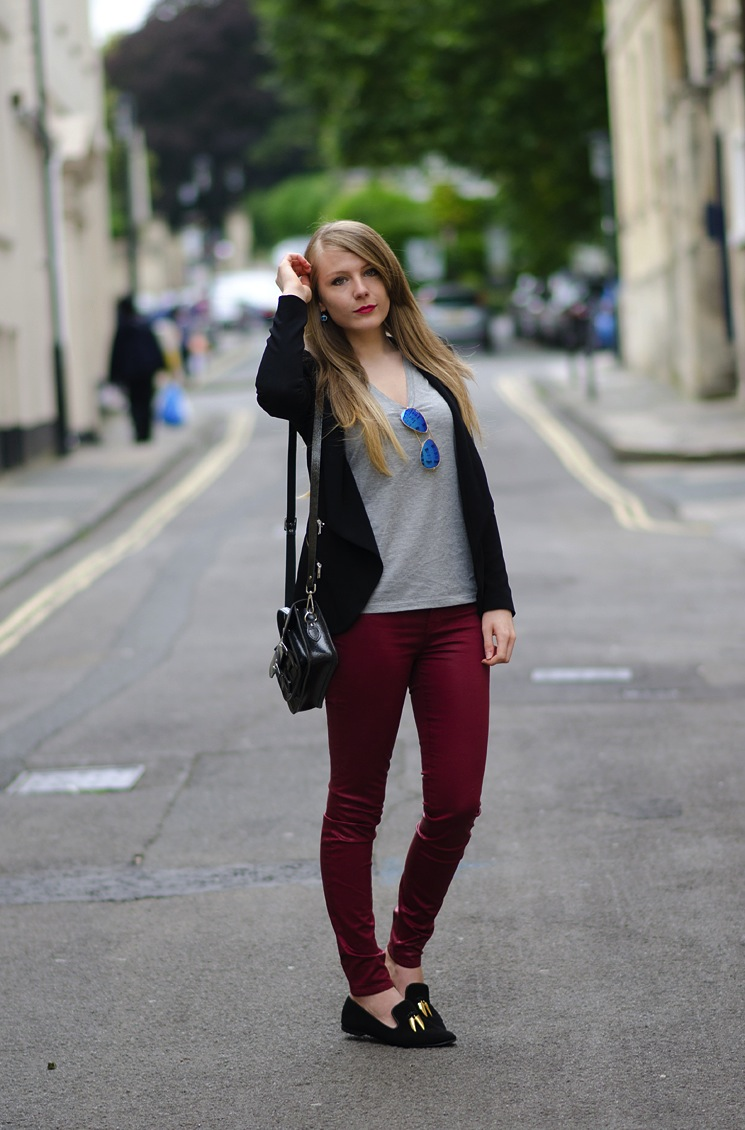 burgundy valentines jeans outfit