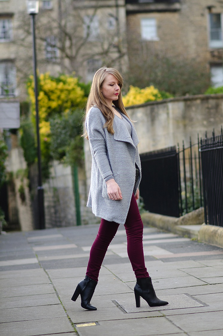 burgundy valentines outfit jeans