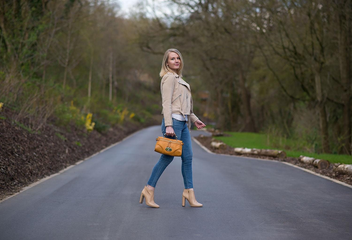 fashion-blogger-in-suede-nude-jacket-with-skinny-jeans
