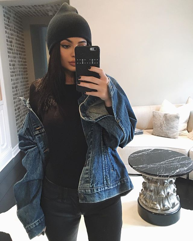 Kylie Jenner Wears Vintage Levi's Denim On Instagram 7