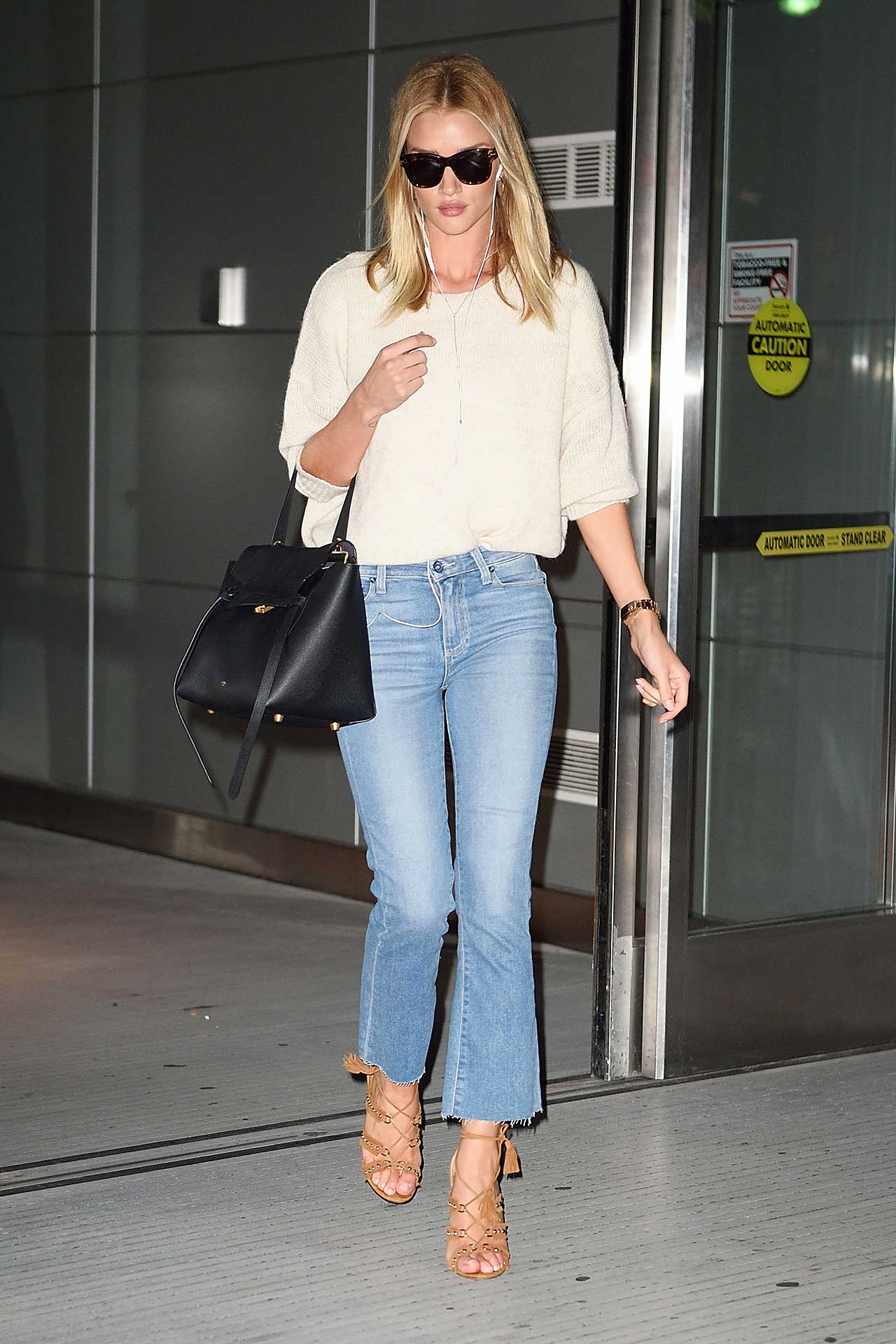Rosie-Huntington-Whiteley-PAIGE-Colette-Cropped-Flare-Jeans