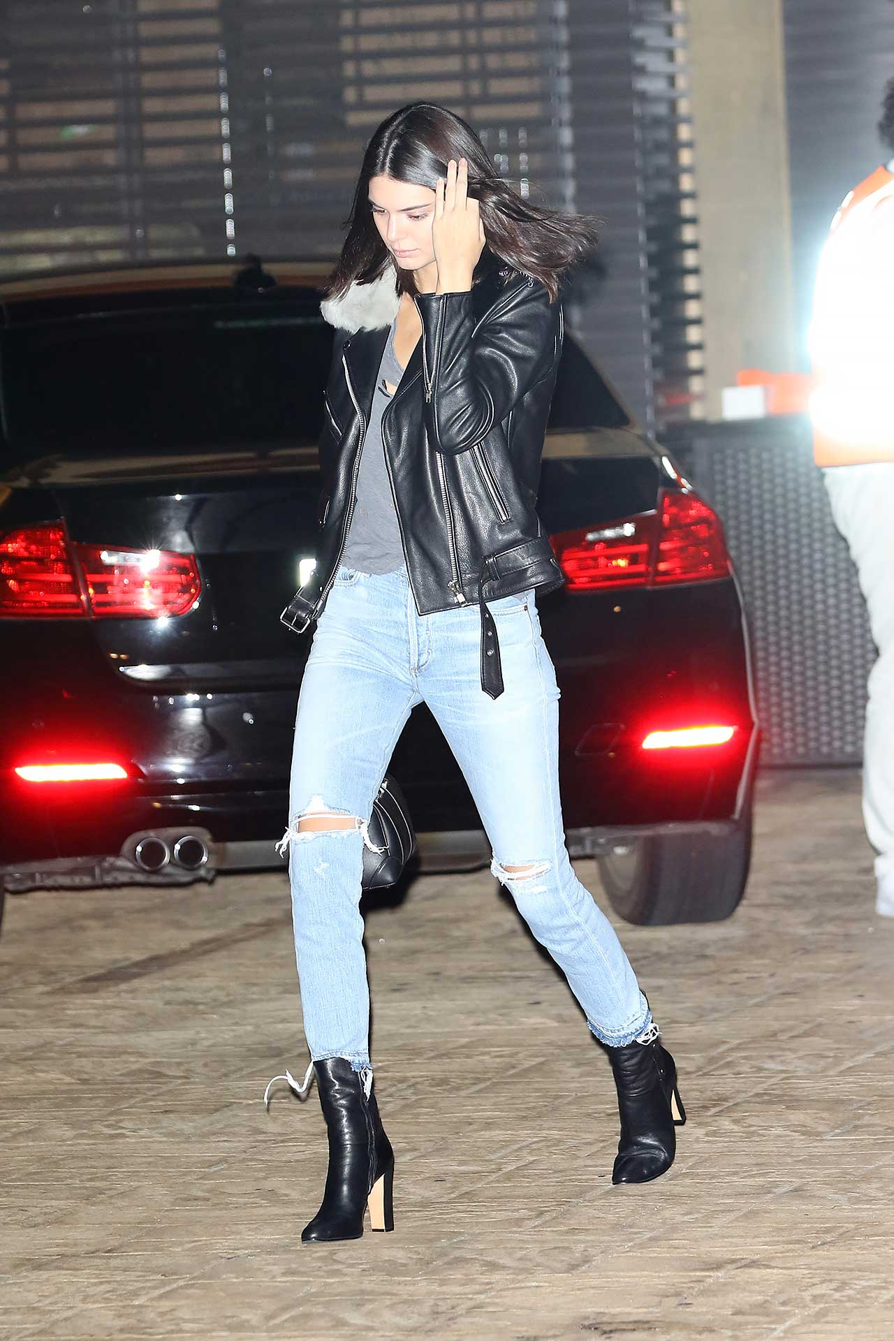 kendall-jenner-citizens-of-humanity-liya-shadow-pocket-jeans