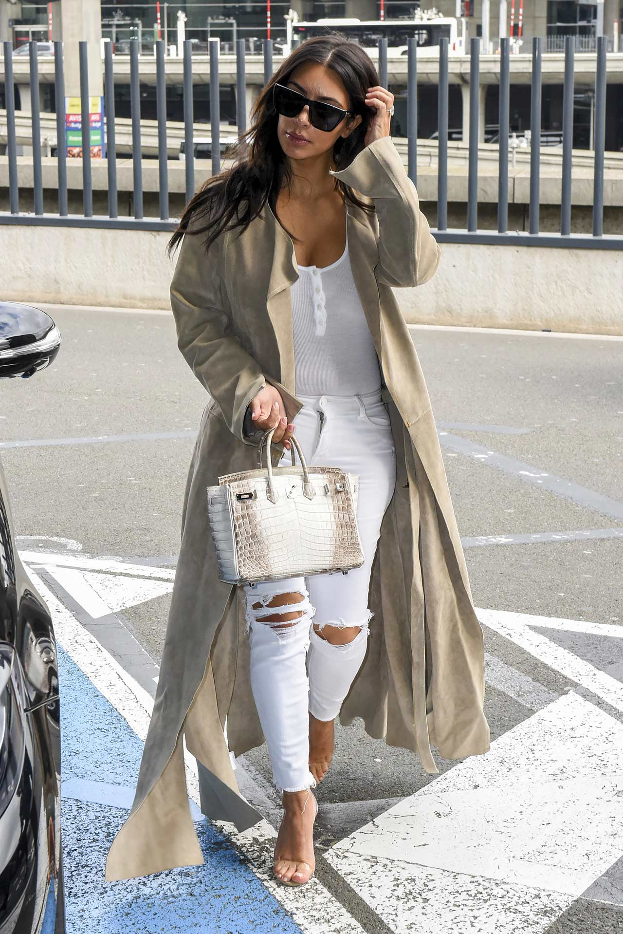 kim-kardashian-j-brand-620-skinny-jeans-white-rocks-ripped