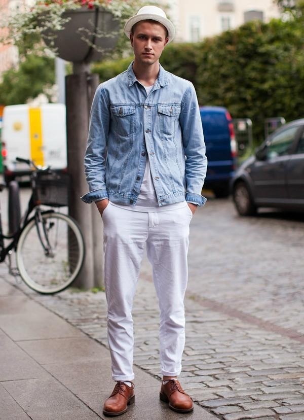 men-wearing-a-pair-of-white-jeans-street-style