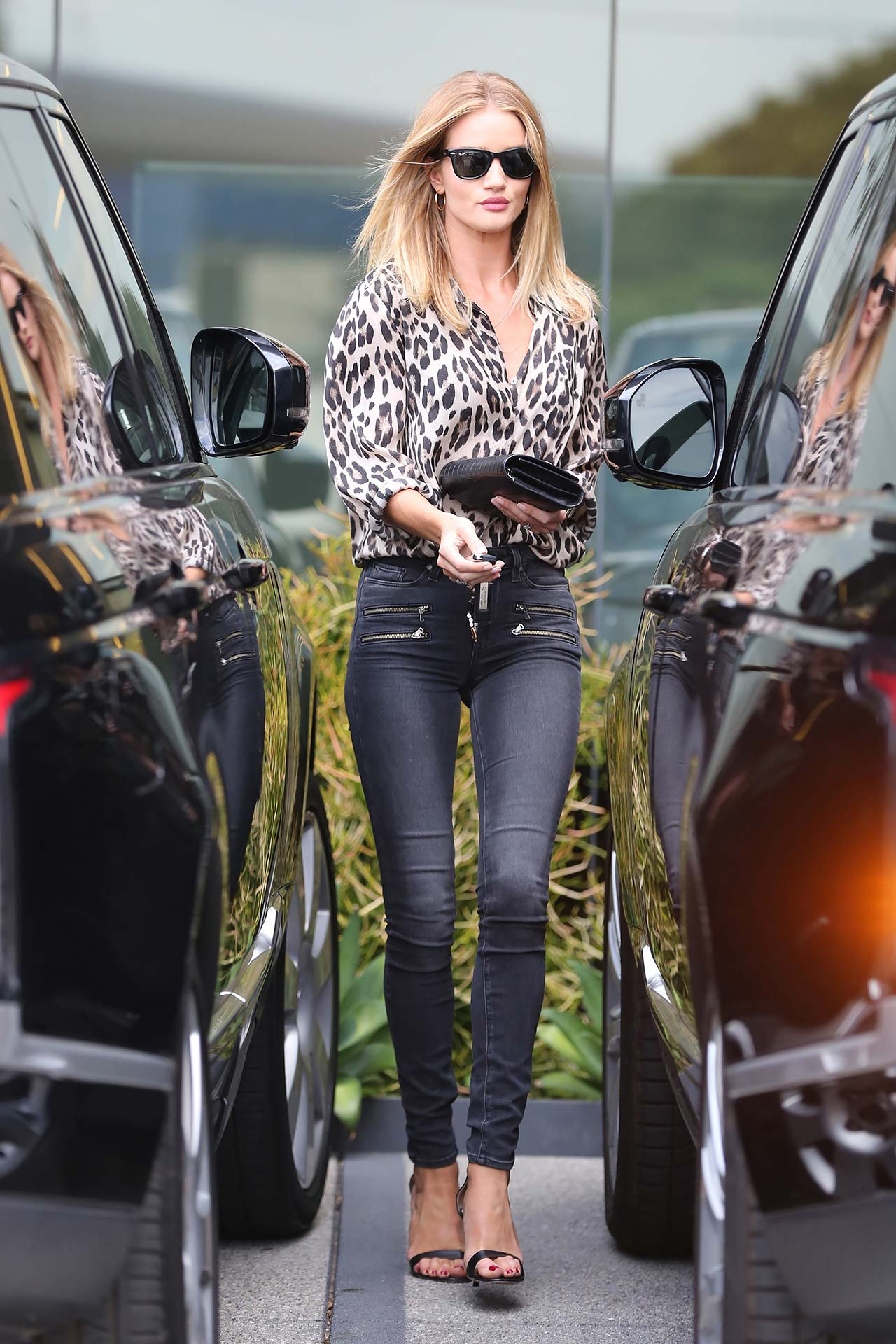 rosie-huntington-whiteley-paige-high-rise-edgemont-jeans