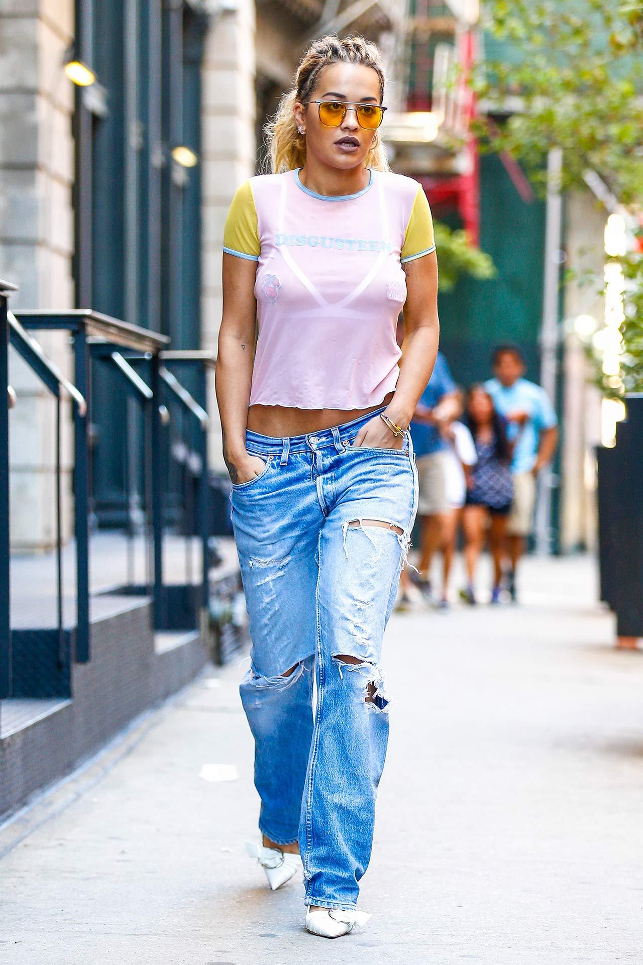 rita-ora-levis-ripped-jeans