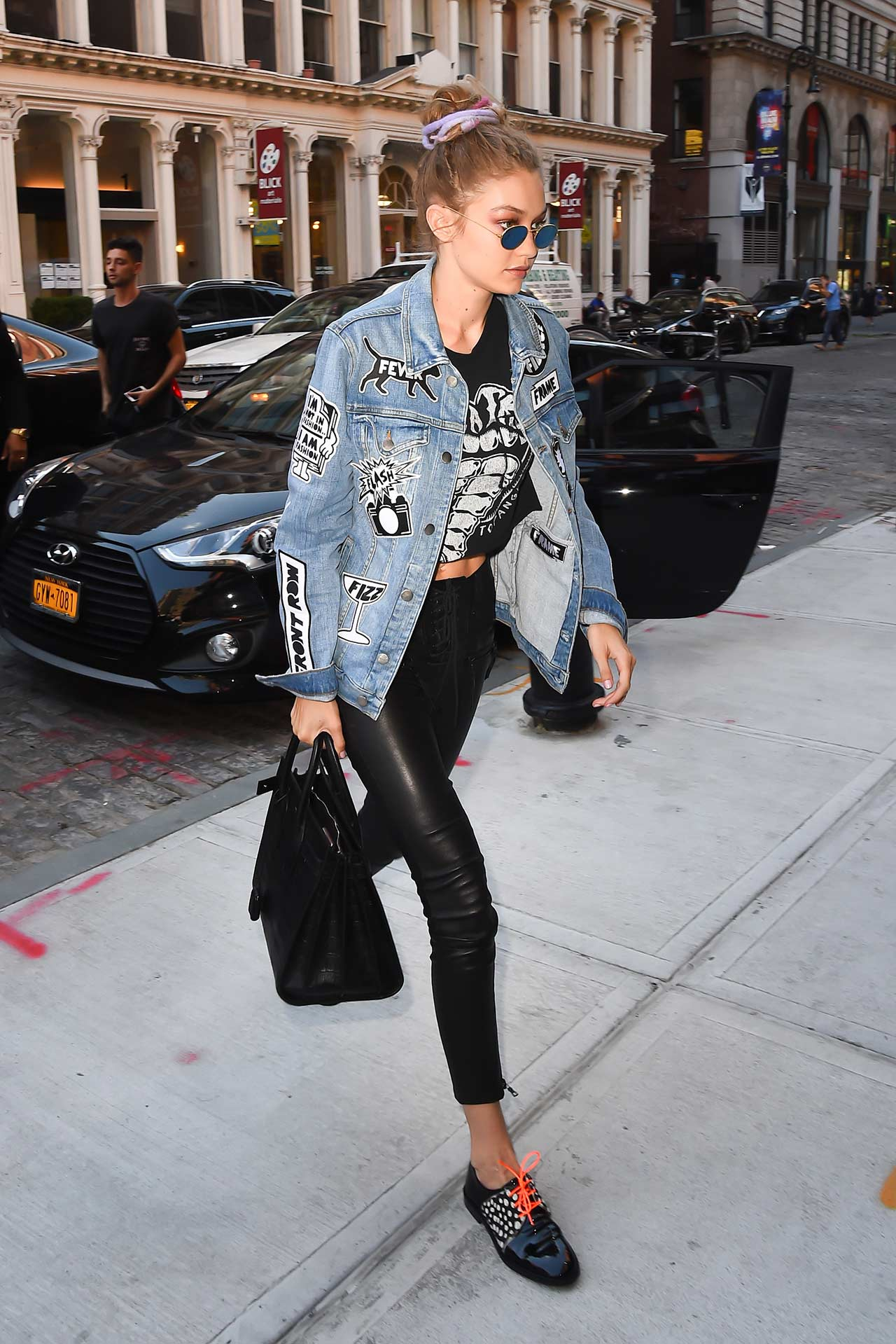 Gigi-Hadid-Wears-FRAME-Denim-Jacket-&-Unravel-Leather-Pants-2