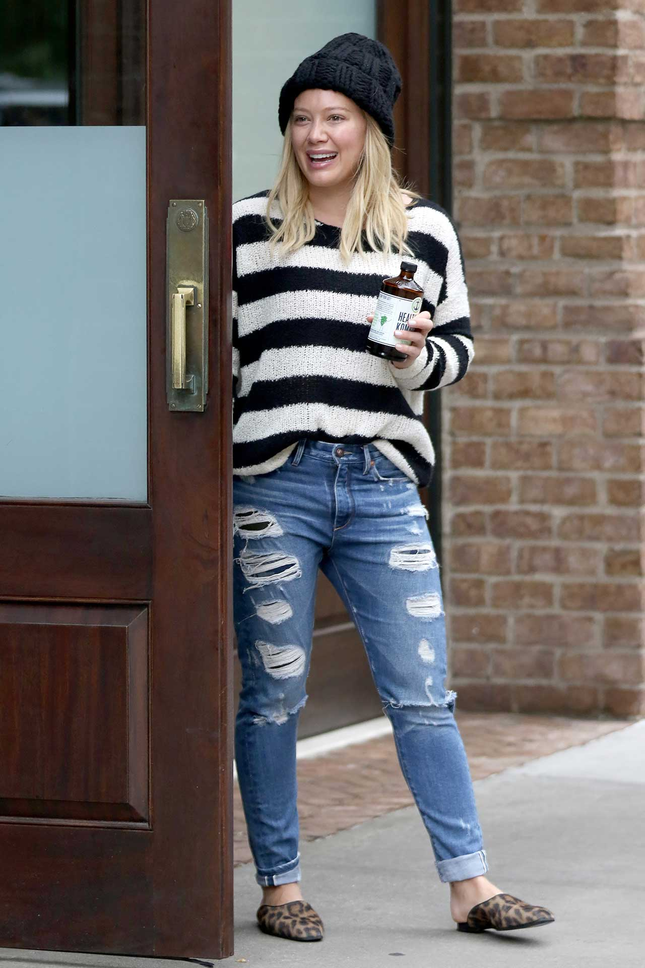 hilary-duff-tortoise-ripped-jeans