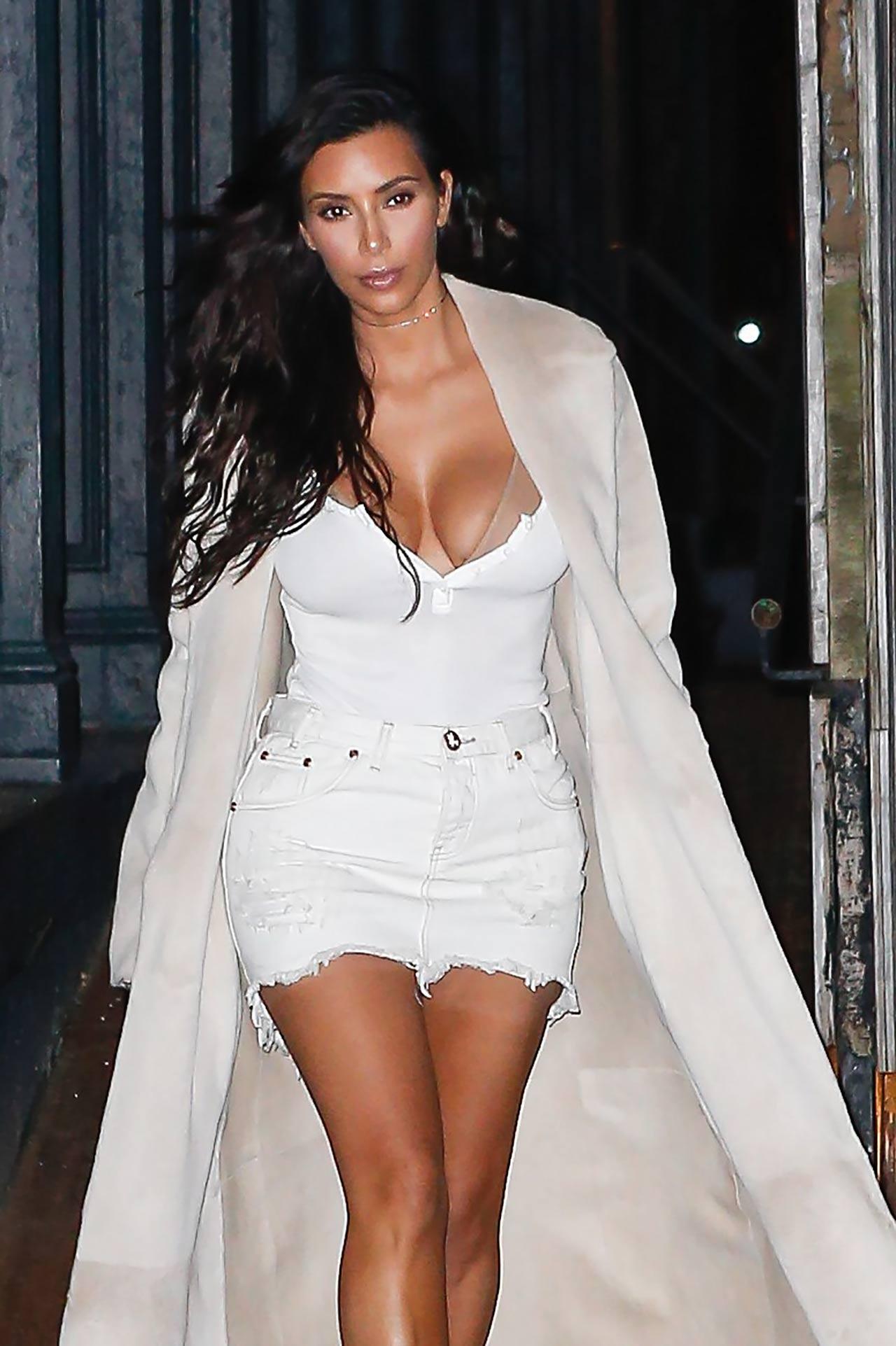 kim-kardashian-one-teaspoon-denim-skirt-2