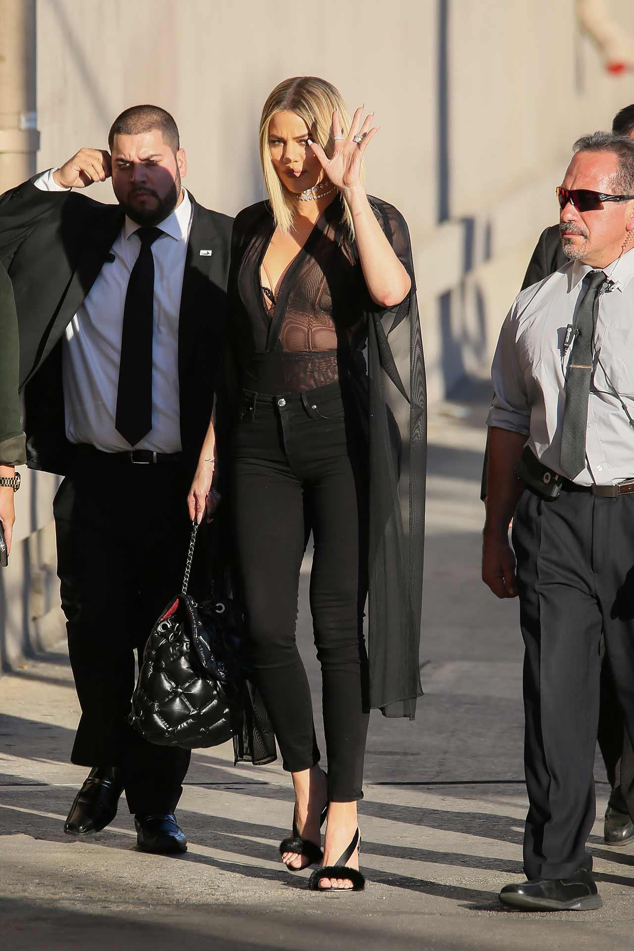 khloe-kardashian-good-american-jeans