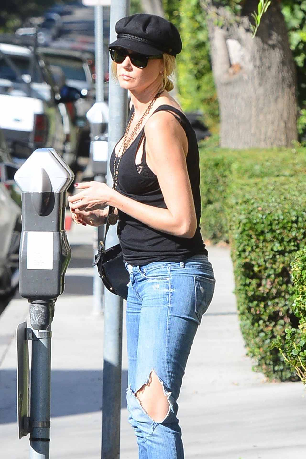 kimberly-stewart-mother-jeans