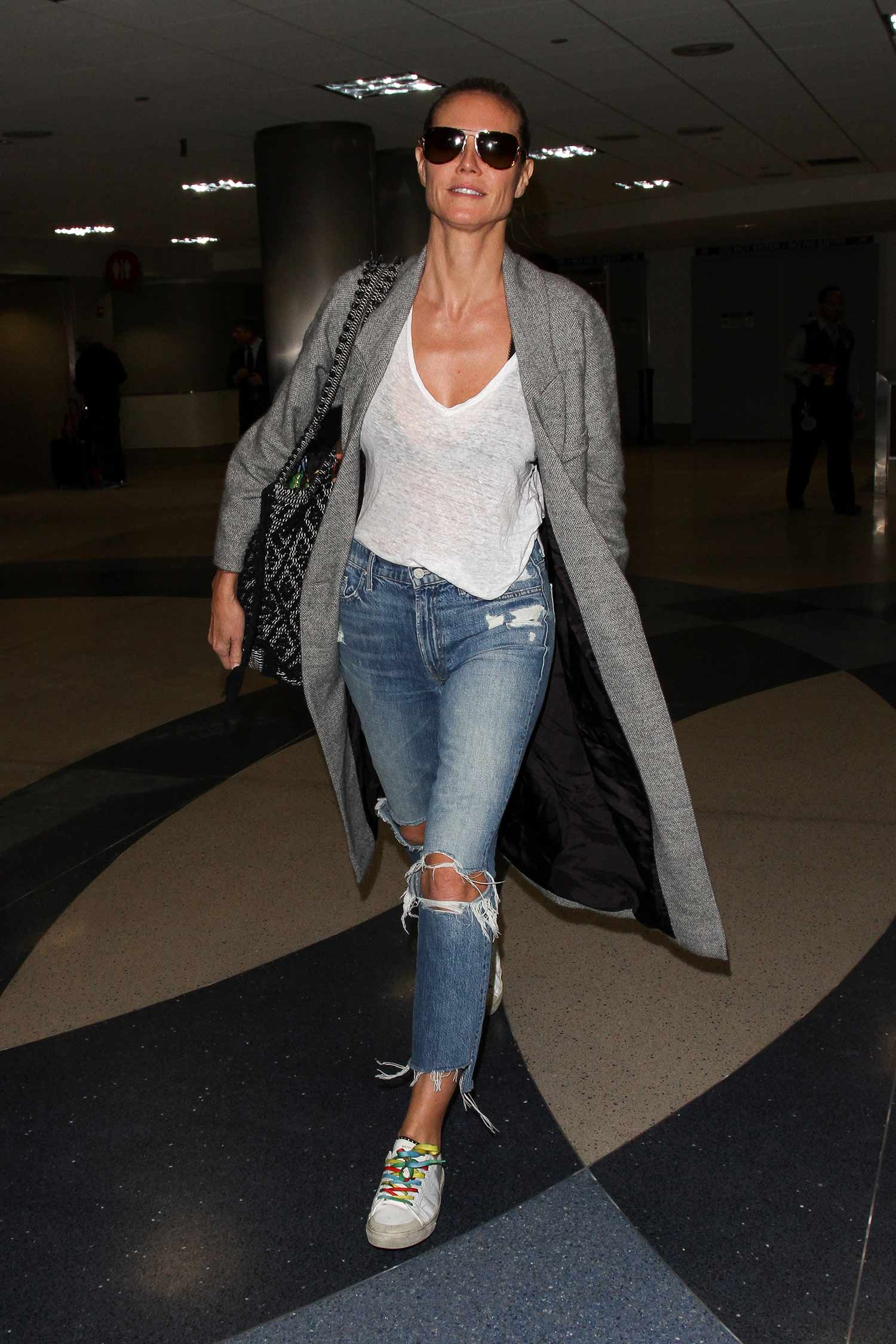 heidi-klum-mother-insider-crop-fray-jeans