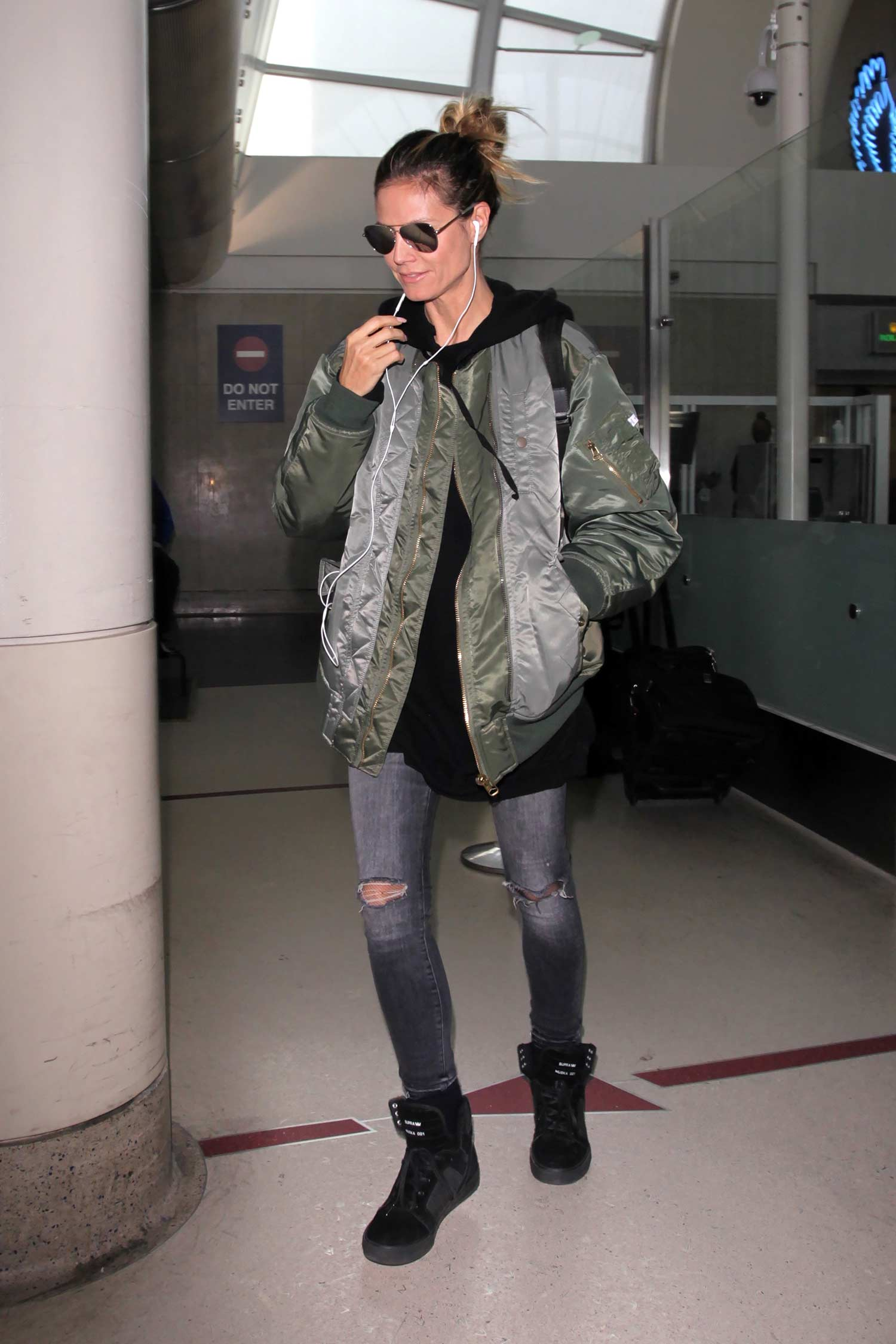 heidi-klum-mother-jeans-grey-bomber-jacket
