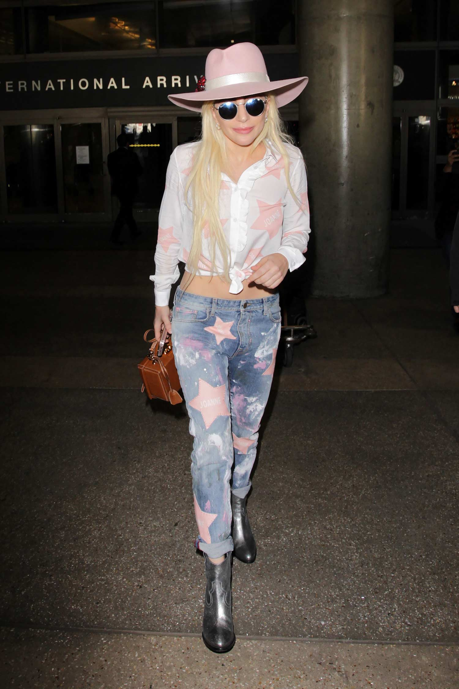 lady-gaga-joanna-customised-jeans