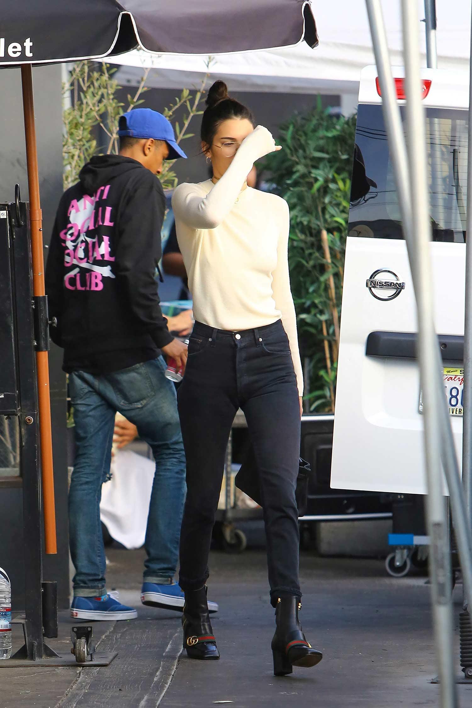 kendall-jenner-redone-levis-jeans-black