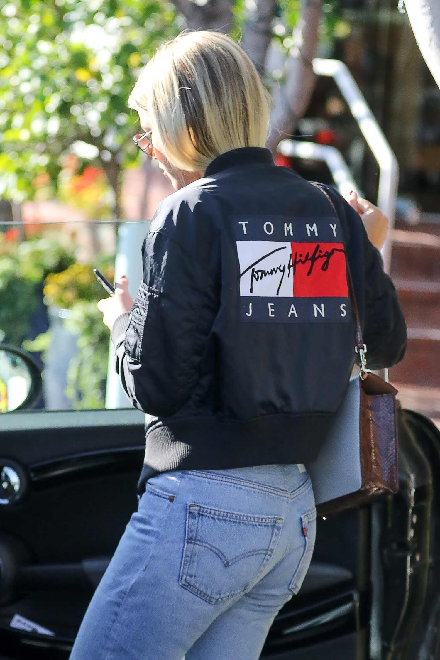 Sofia Richie Wears Re Done Levi S No Waist Jeans The