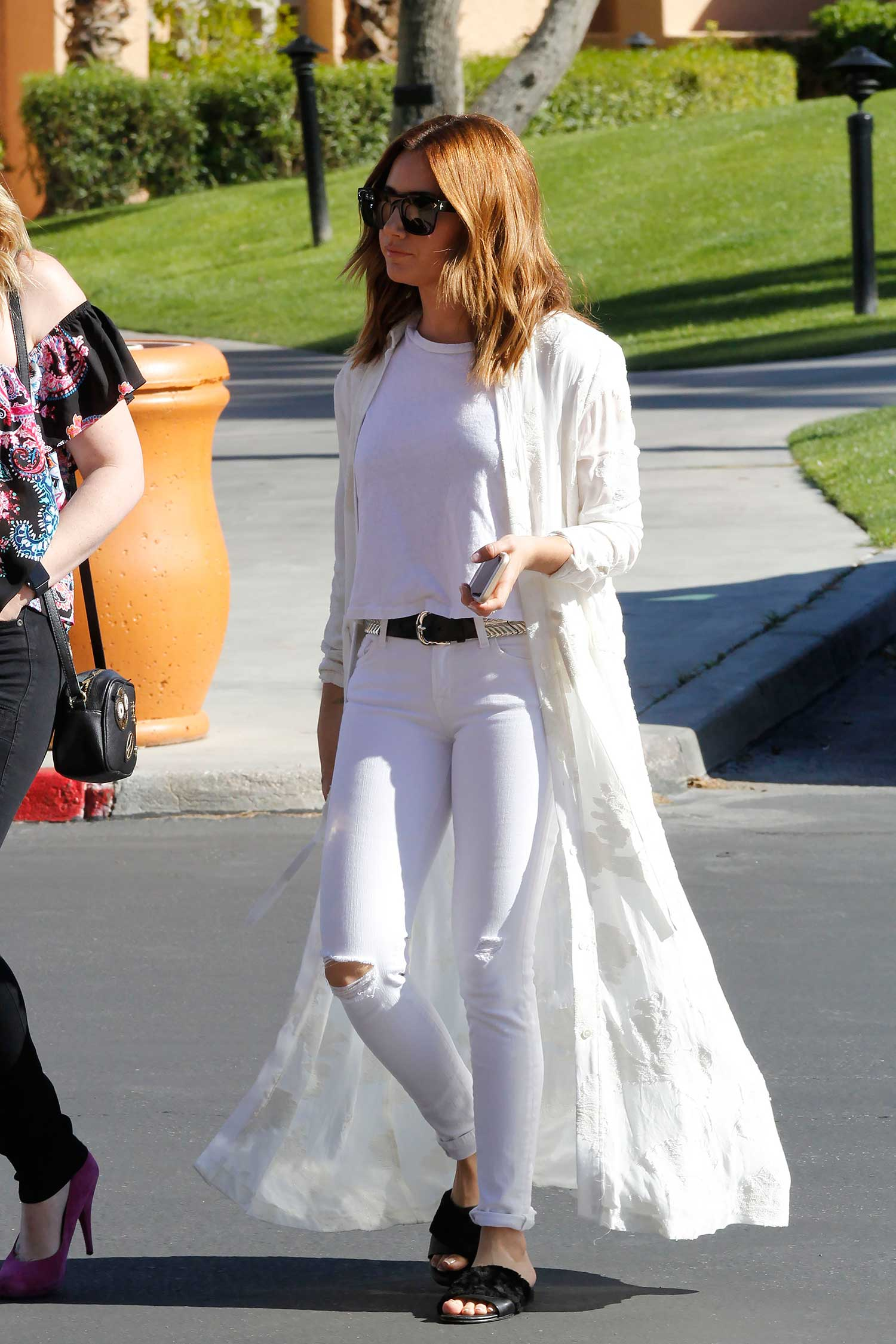 Ashley Tisdale Wears White Skinny Jeans The Jeans Blog