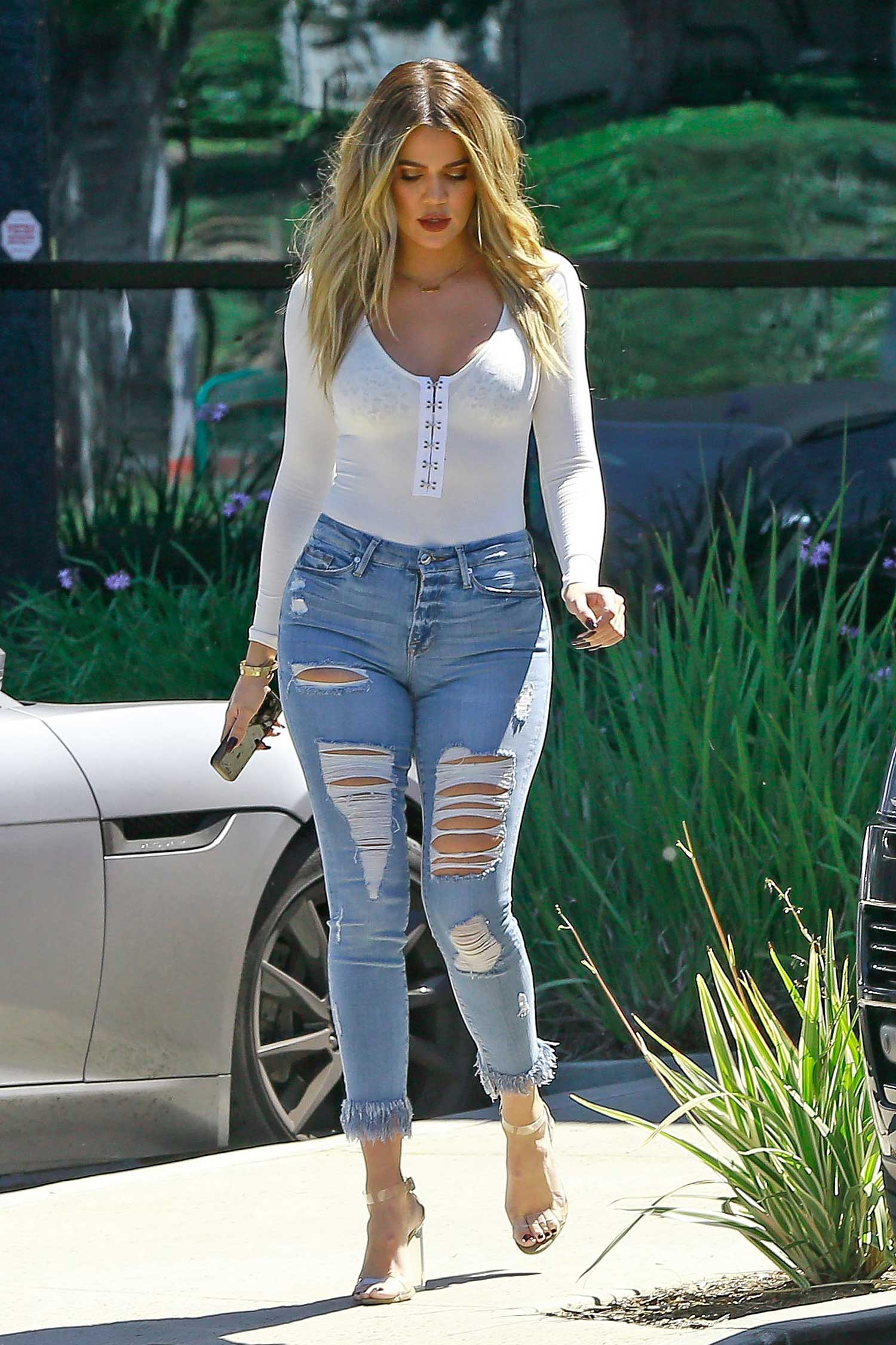 Khloe Kardashian Wears GOOD AMERICAN Good Legs Fray Jeans | The Jeans Blog